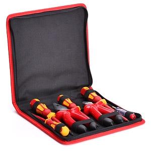 Набор изолированного инструмента электрика НИИ-09 (КВТ) состоит из 7 предметов и предназначен для работы под напряжением до 1000 В