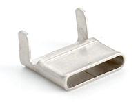 Скрепы СМ из нержавеющей стали.Предназначены для фиксации бандажа из стальной ленты при монтаже СИП на опорах Изготовлены из нержавеющей стали, устойчивы к коррозии, воздействию экстремальных температур, влажности и радиации Выдерживает значительные механические нагрузки После затягивания бандажа из стальной ленты усы скрепы необходимо загнуть внутрь при помощи молотка