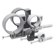 Дюбель-хомут с шурупом применяется для крепления как гофрированных, так и гладких труб к поверхности. Это отличное крепление для быстрого и надёжного монтажа труб (дюбель, хомут, шуруп) три в одном. Дюбель-хомут с шурупом производится из высококачественного АБС - пластика